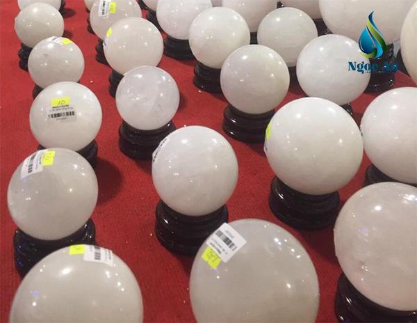 quả cầu phong thủy màu trắng 1
