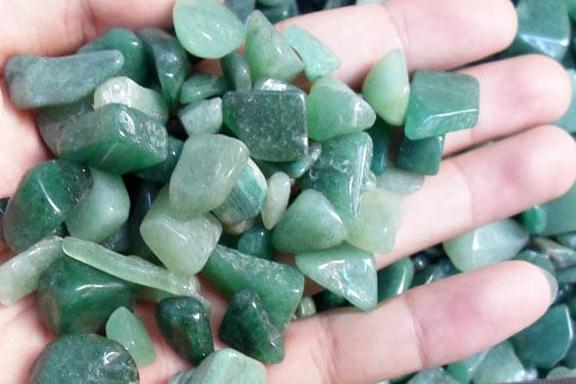 Cẩm thạch với chất đá chuyển ngọc được sử dụng trong chế tác đồ trang sức