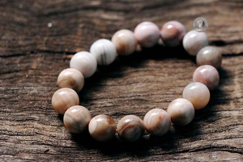 Vòng tay gỗ hóa thạch màu xám trắng nâu phù hợp cho người MỆNH KIM