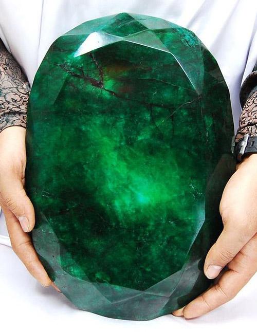 viên đá emerald lớn nhất thể giới