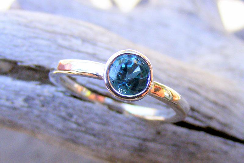 Nhẫn đá topaz xanh blue