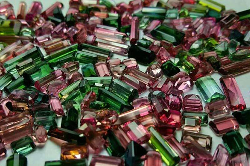 đá tourmaline tinh thể nhiều màu được ứng dụng trong chữa bệnh