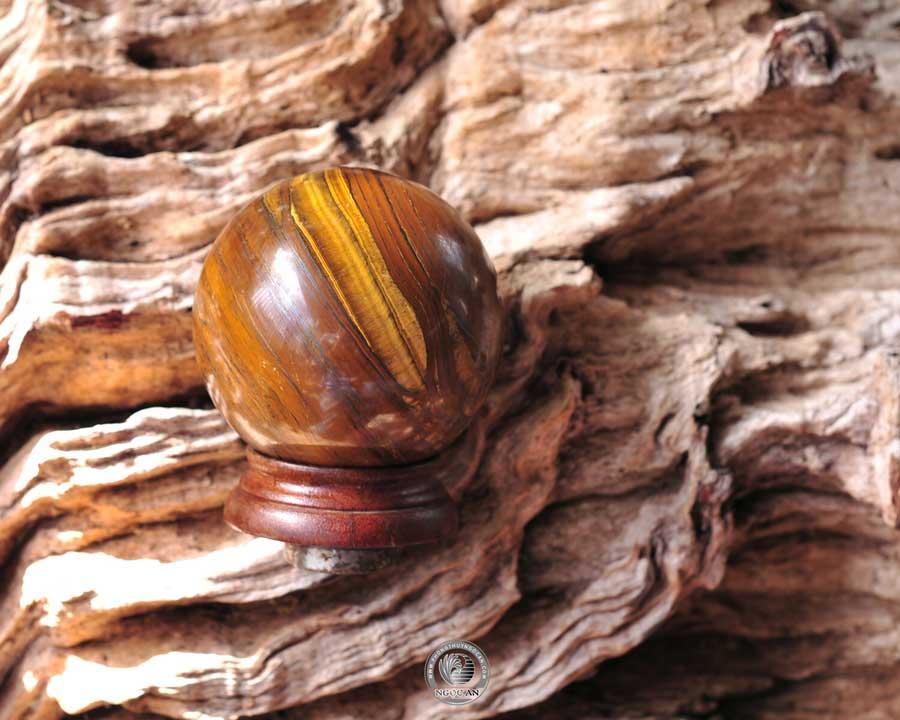 quả cầu phong thủy đá mắt hổ vàng
