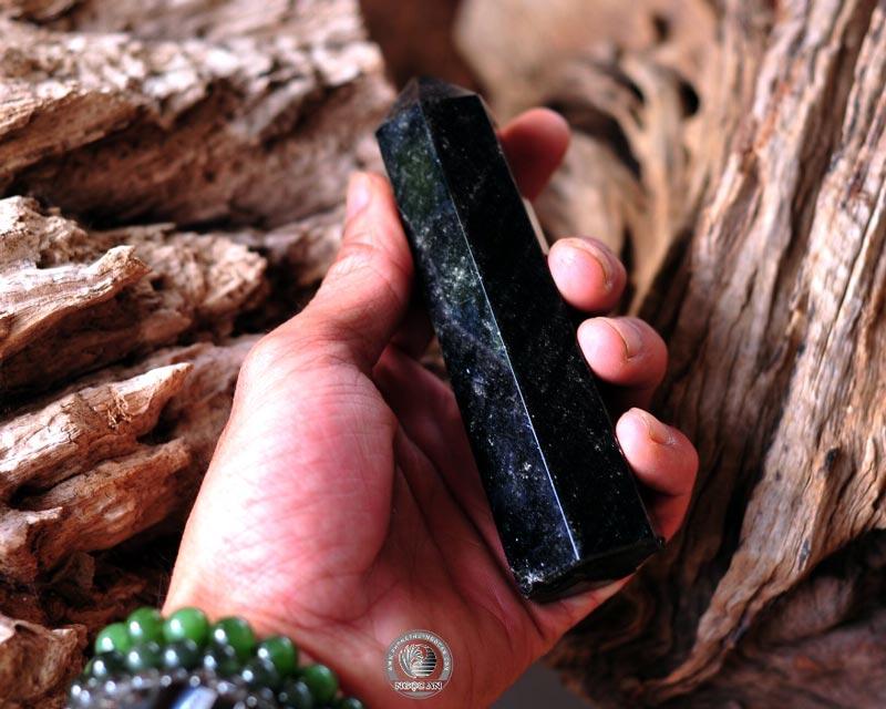 Trụ đá Obsidian thủy tinh núi lửa để bàn
