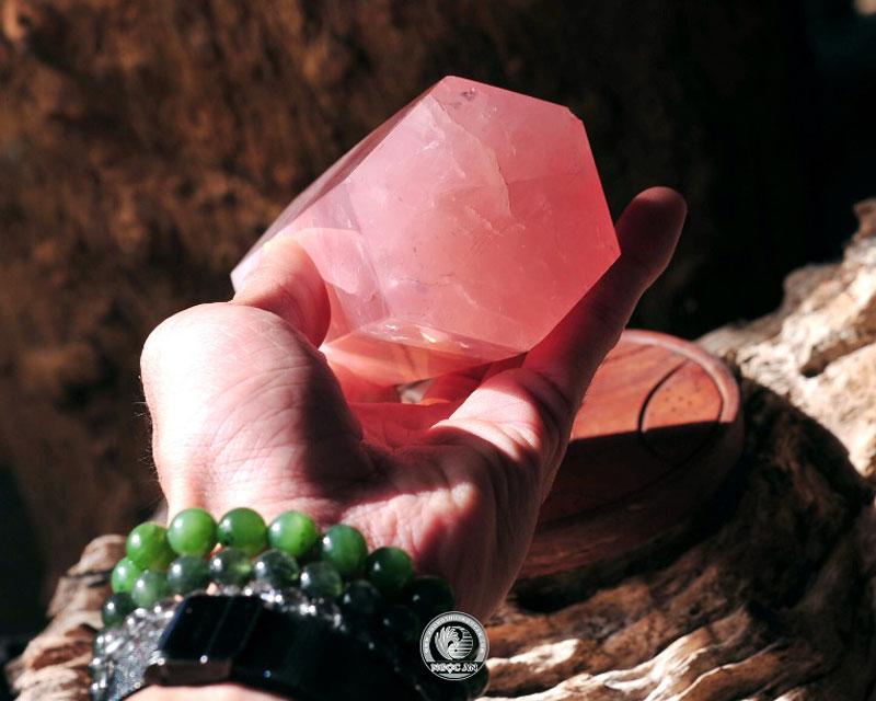 Trụ đá thạch anh hồng để bàn