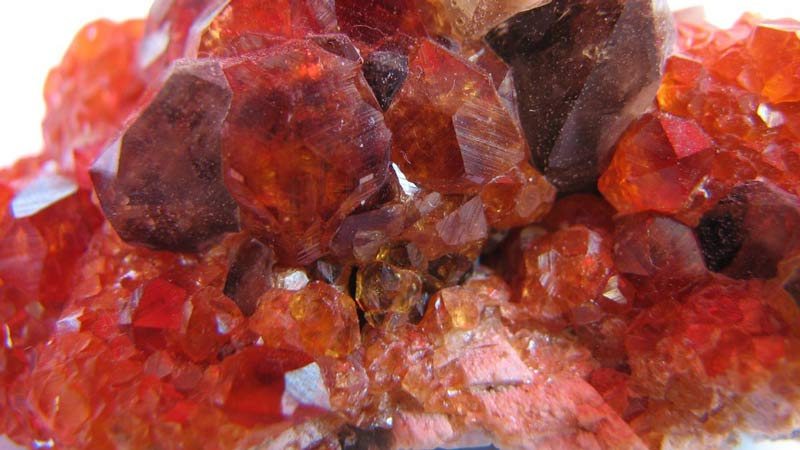 tinh thể đá garnet thiên nhiên